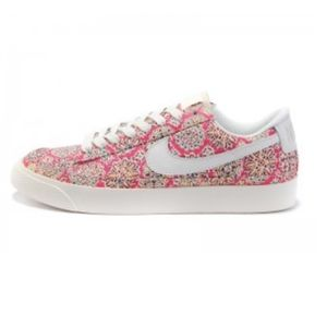 NIKE Pink Floral Lace-Up Sneakers